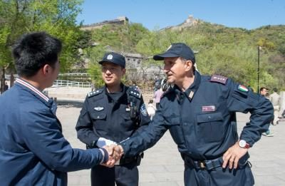 Italy police patrol the area to see the national police in Badaling tourists cried