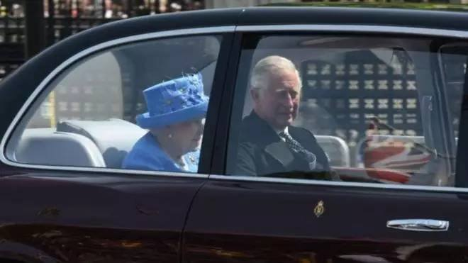 The queen was arrested in the car without a seat belt. British netizens: