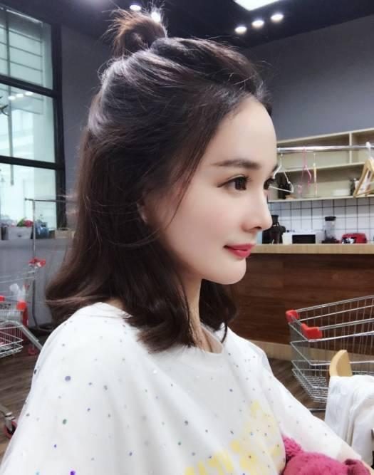 It took her 6 years to put yourself into the whole Yang Mi, even the mother can distinguish between true and false