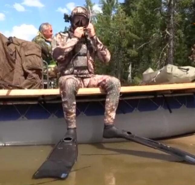 Putin Siberia underwater hunting took two hours to kill a pike