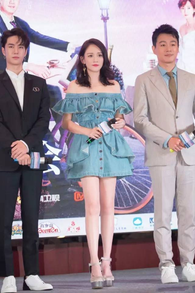 The 39 year old Joe Chen and Zhao Liying wore the same dress star Zhuangshan embarrassing to cry!