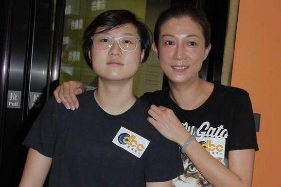 Jackie Chan daughter announced the coming out of the house, every day working to support 30 year old girlfriend, idle love smoked 3 dollars cigarettes