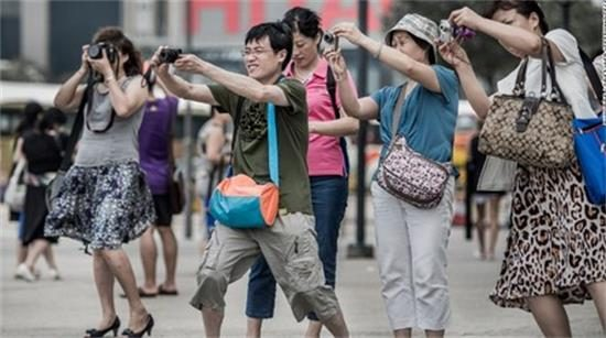 In every tourist attraction in the world, Chinese people can be seen everywhere