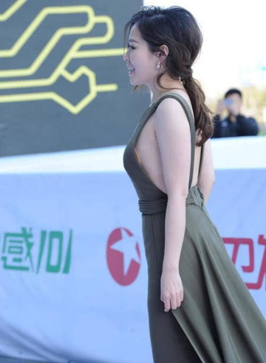Zhang Zhaoying was arrested for participating in the event and the photographer was sneaking by the netizens.