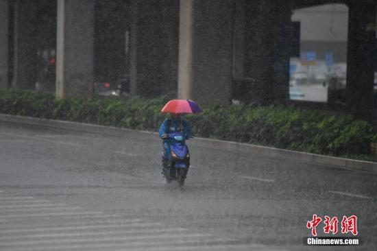There is a large range of precipitation in central and eastern China