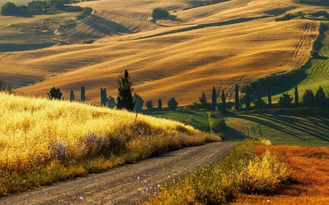 Under the sun in Tuscany, in addition to the capital of Florence, there are pastoral dreams, the town picturesque