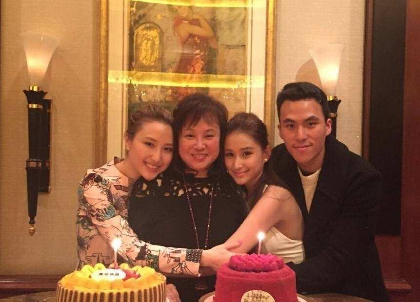 The gambling king's son He Yiqi's girlfriend is suspected to be pregnant. He Qiqi has already proposed to marry him with a super-large diamond ring.