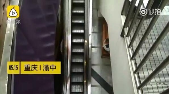Chongqing is now the most slender elevator: width of about 57.5 cm, only one person can ride