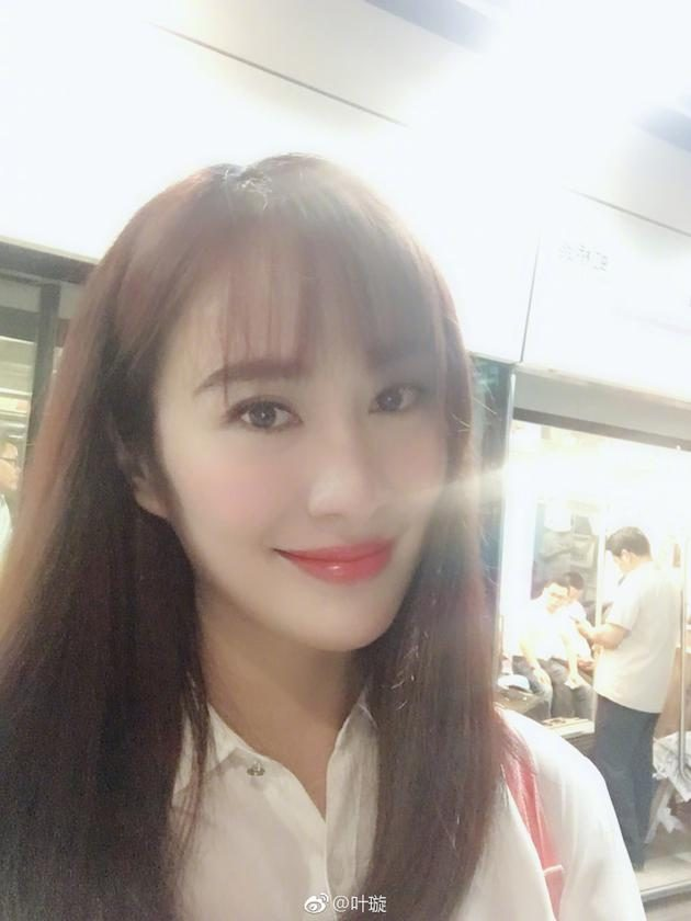 Ye Xie's high profile shows her husband's sweetness and interaction with fans