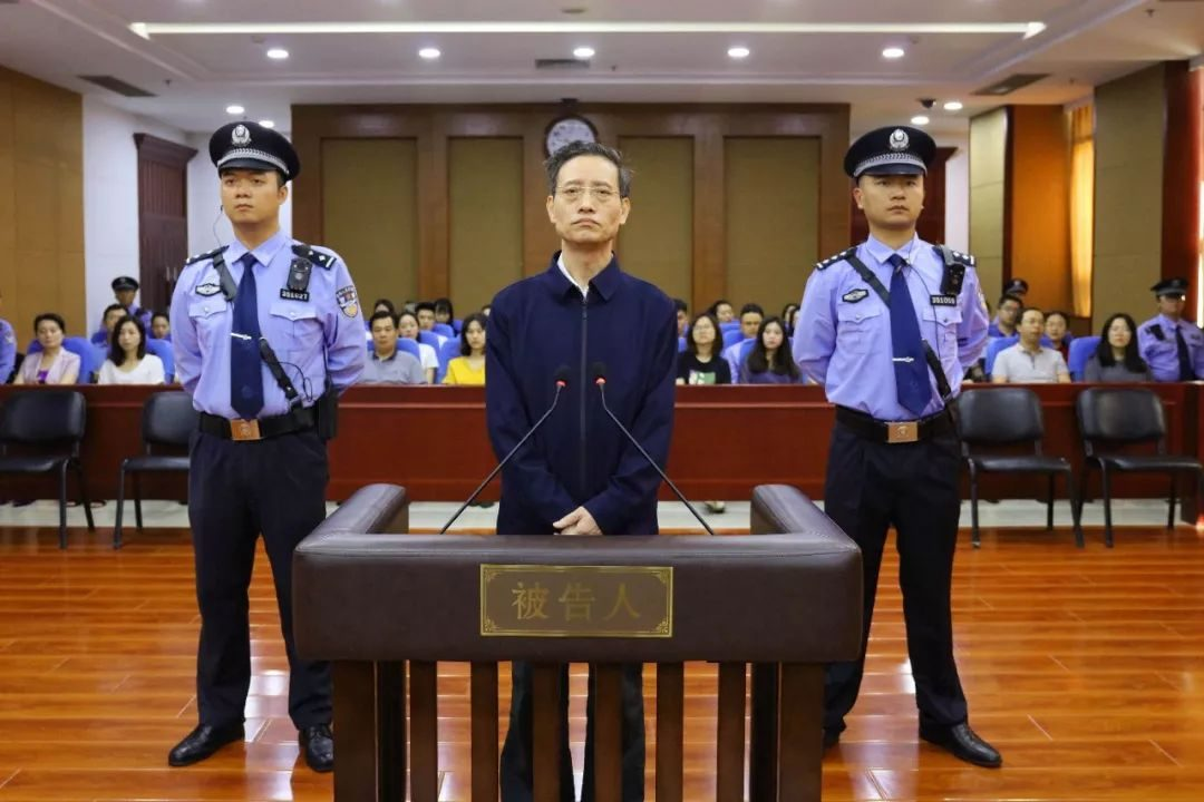 "Fate! The police took leave to eat hot pots and ran into the fugitives who had been chasing for 3 years | The men imitated the vibratory ""food for meat"" and caused the group to sth... The Justice Network Early Broadcast [2018.05.25]"