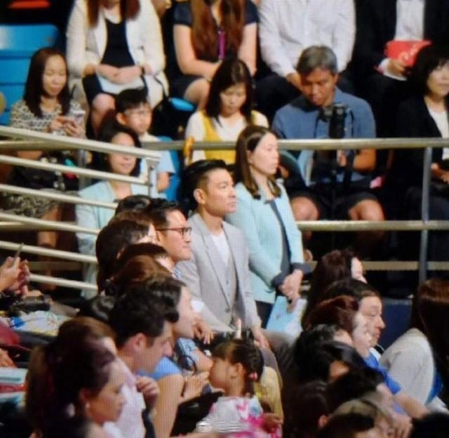 Andy Lau attends her daughter's kindergarten graduation ceremony and turns into a full-time smile for the audience.