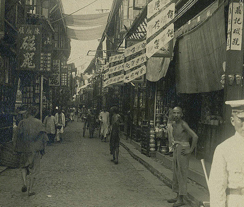 Old photos of Shanghai at the end of the Qing Dynasty and the early Republic of China: there are still backward slums under prosperous times
