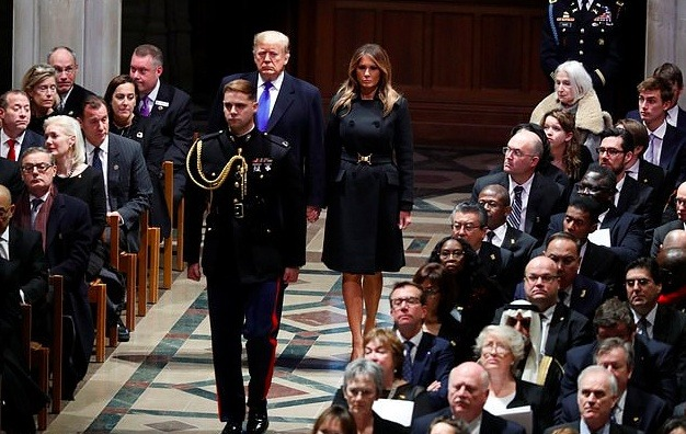 Body language expert: Trump arrives at the funeral of Bush, like a lion