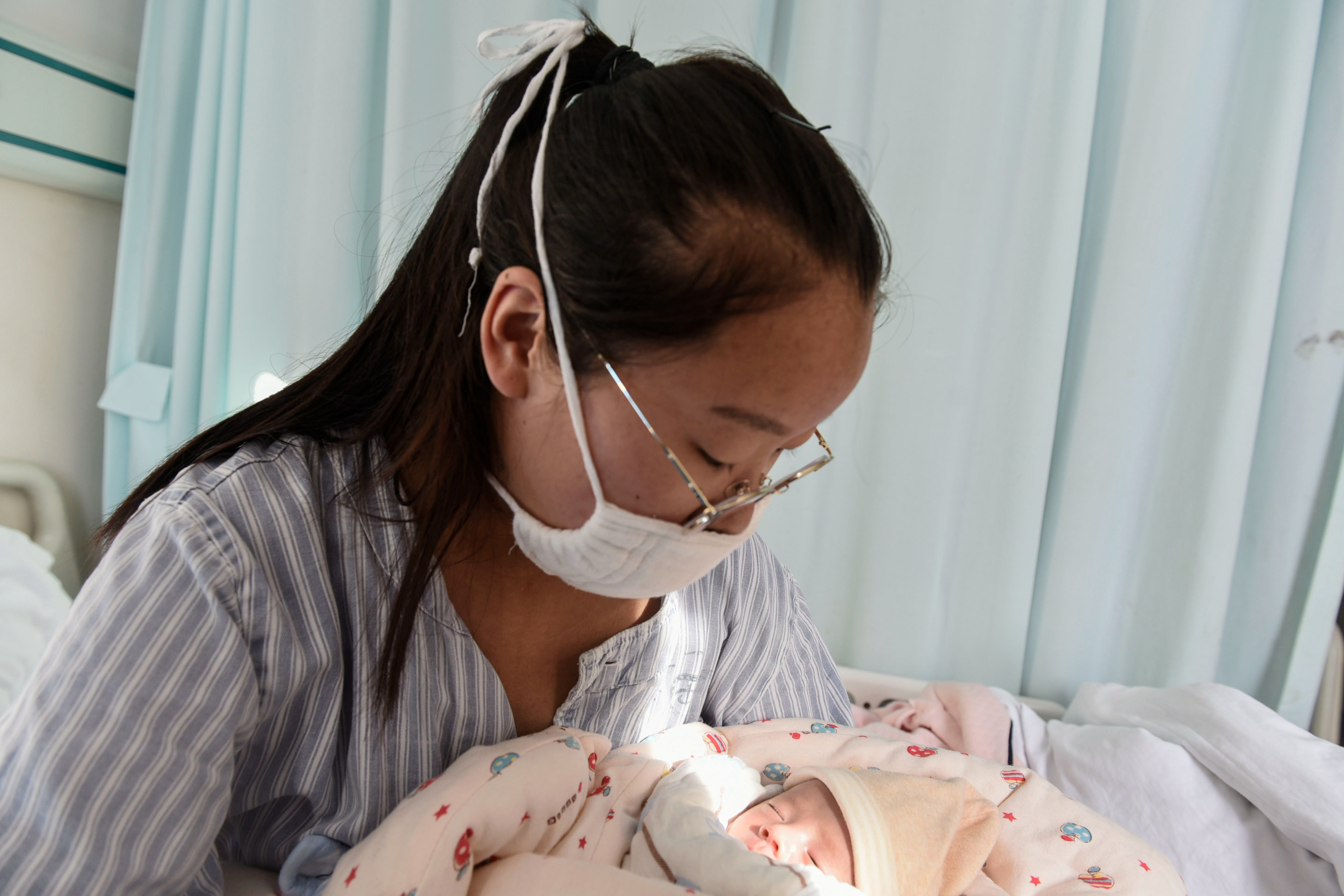 Henan 20-year-old premature mother left a hundred suicide notes for her son: I did not give up, just can't escape