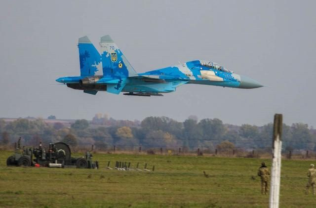 There was a loud noise on the Russian border, and the Ukrainian Su-27 fighter plane crashed!  The Ukrainian army suspected that the Russian army shot