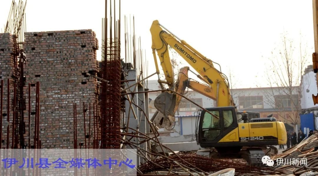 Yichuan demolition of two illegal buildings on Zhenxing Road