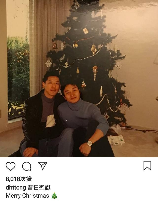 Tang Hede's old photo of Zhang Guorong celebrates Christmas, and the two heads are closely tied together.