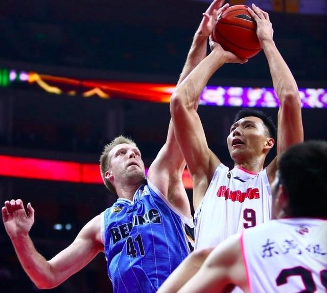 A fierce defensive matchup!  Guangdong halftime 0 three points Beijing 8 rounds do not score