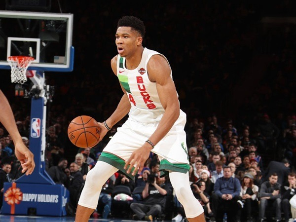 Letter brother 30+14, the Bucks sent a five-game losing streak to the Knicks in the third quarter.