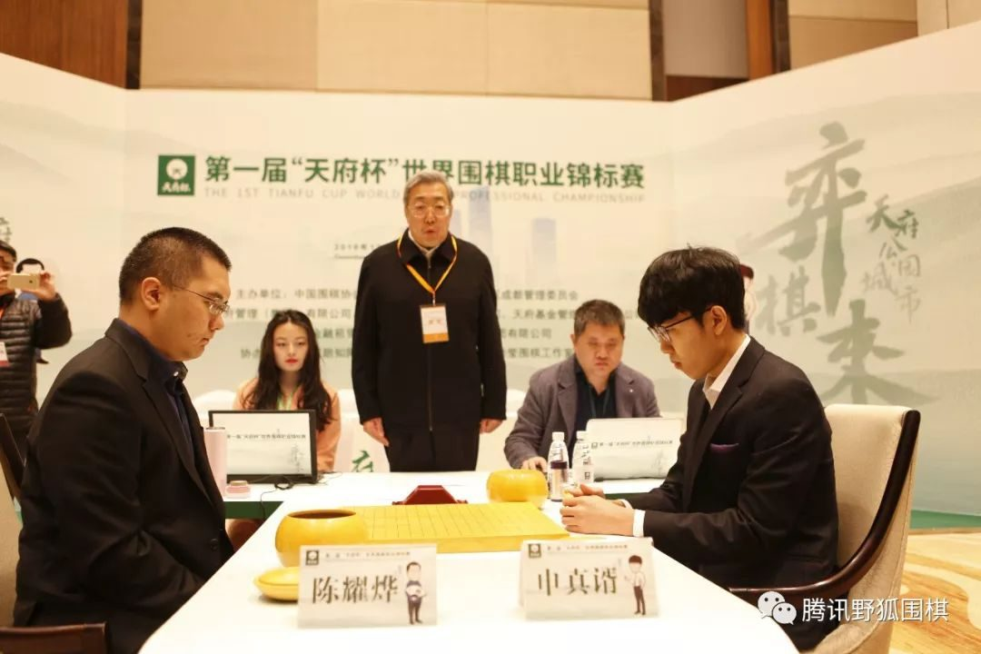 The final meeting of the Tianfu Cup final, Chen Yaozhen, robbed Shen Zhenyu, and became the Triple Crown.