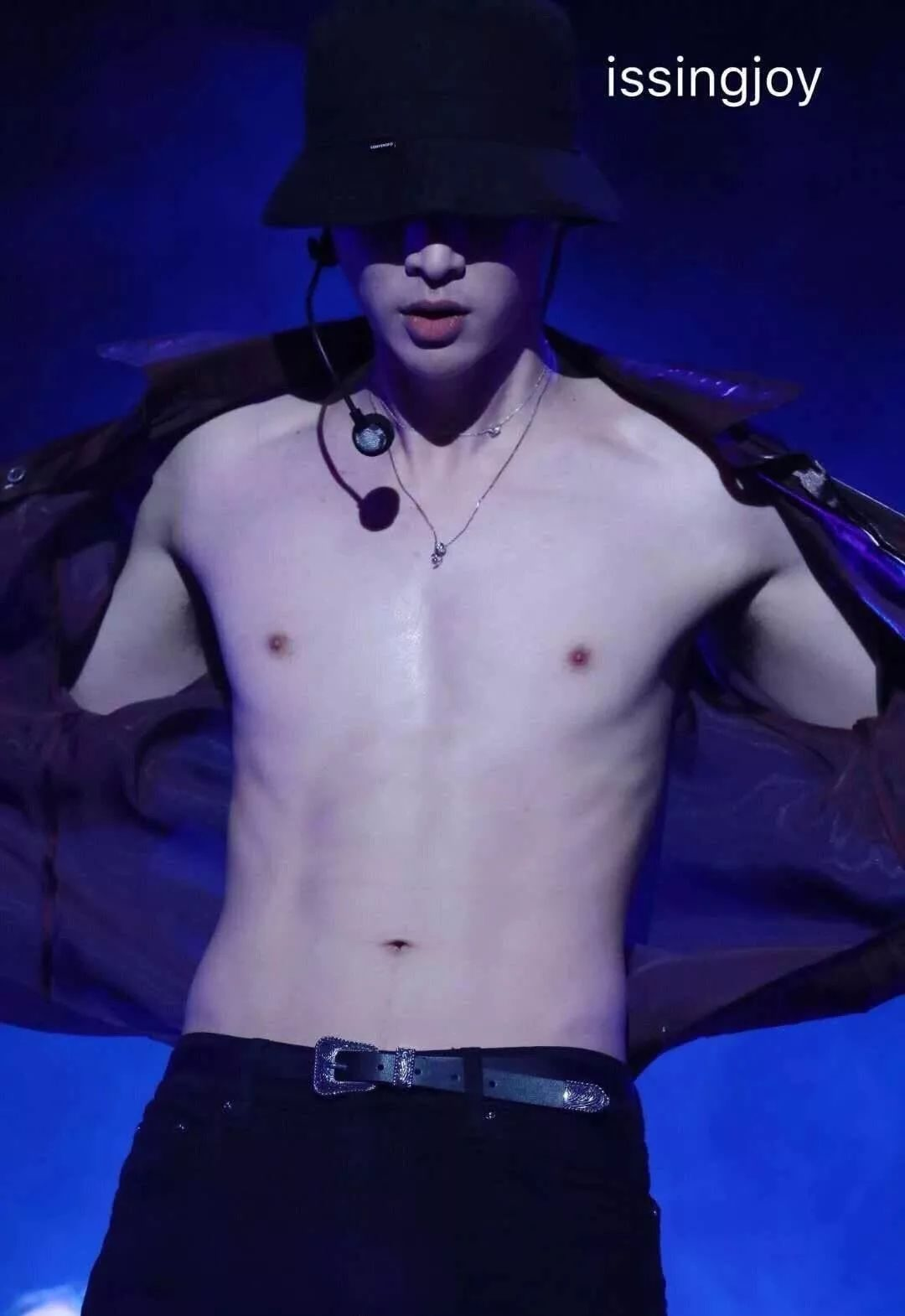 Zhang Yixing's abdominal muscles... Can you just call it abdomen?