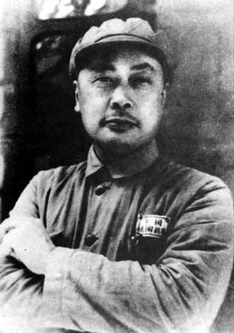 In the War of Liberation, Mao Zedong sent him to be the commander-in-chief of the two field armies at the same time with his excellent chess.