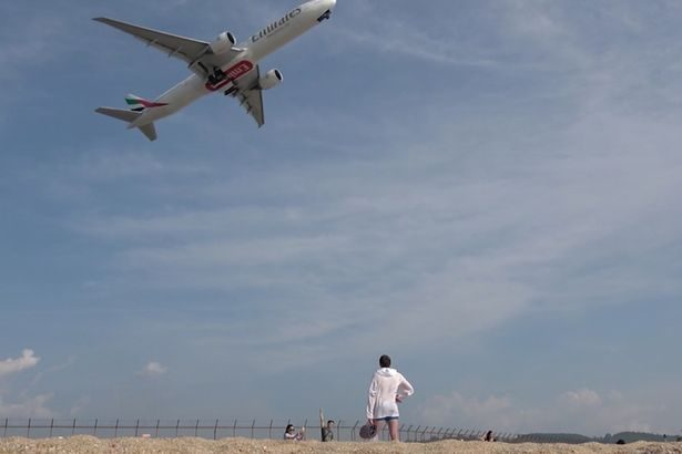 Tourists play self-portraits on the beach around the airport. Thai authorities: Death penalty