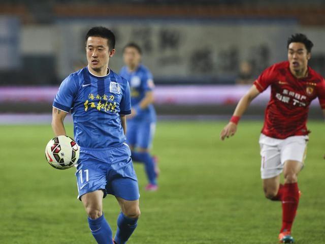 """中超又将诞生一位""""一亿先生"""" 球迷怒了:中国足球就是个笑话"""