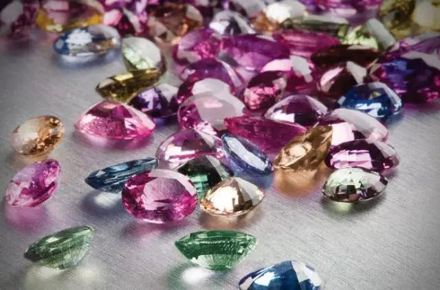 宝格丽-以色彩为设计精髓的珠宝