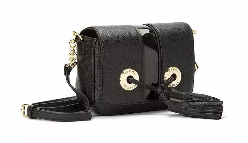 25d7589cc6bc 如果get不到TOP姐喜歡的點,這款包包還有一款全黑,也挺精緻小巧的,優惠價格一樣,寶貝們看着拔吧▽