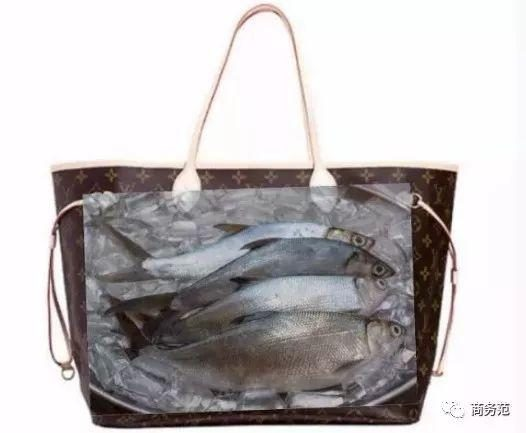 4d948a774062 一直以來,Neverfull的耐用性名聲在外,今年還有一個超萌的新聞,臺灣一位老奶奶用孫子送的Neverfull去賣魚,還告訴孫子:這包不錯,不漏水(  • ̀ω•́ )✧。