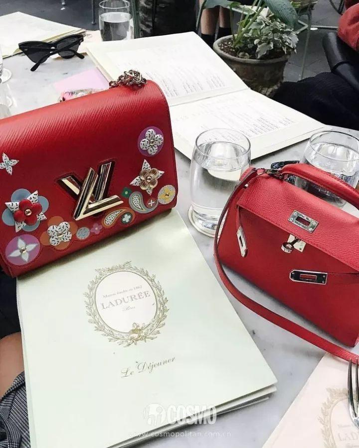 f3e7891219e2 紅色包包也遠沒有你想象得那麼誇張、不好搭配。COCO隨便放幾隻,你就知道了……全是那種男朋友要是送你一枚,你會多愛他十分的款式……還很有高級感的那種。