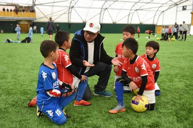 中国足球青训要进步,就得有像董路这样的门外汉搞一搞
