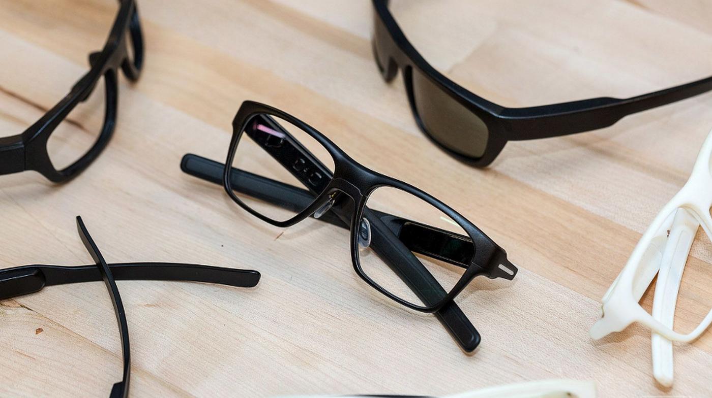 新款智能眼镜,没有摄像头采用红色单色图像投射入眼