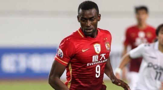 人傻钱多!继恒大后又有中国球队买到带病外援:中国足球真没救了
