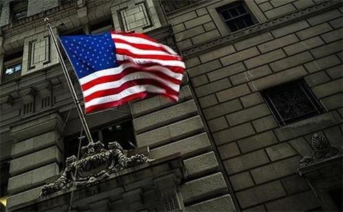 周五美股大跌 贸易战或致美国股市大调整