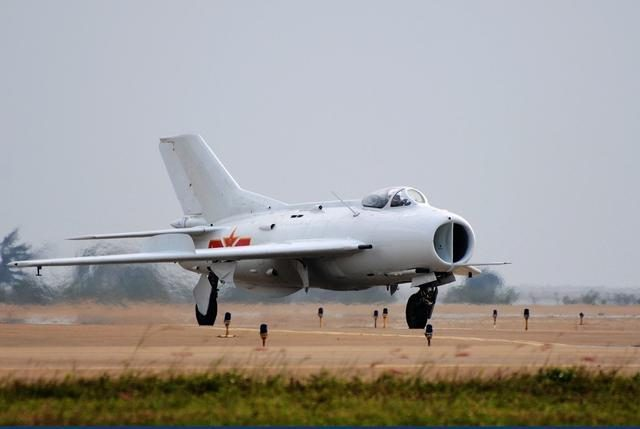 The Chinese Air Force, already equipped with the 歼20, can train