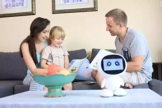 小哈早教机器人,为孩子多功能的陪伴