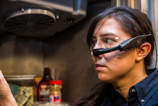 Kopin推出Golden-I Infinity智能眼镜,可连接手机语音控制