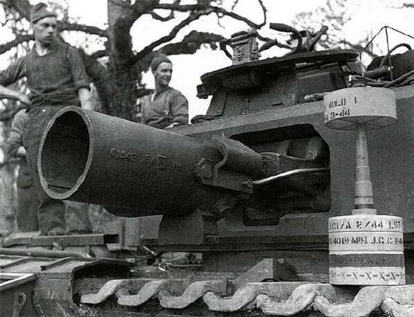 英军这坦克不简单,被深埋地下30多年,出土后依然保持完整