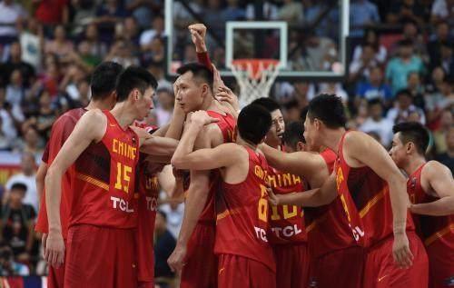 低调!中国男篮出战世预赛,12人能认出一半是CBA真爱