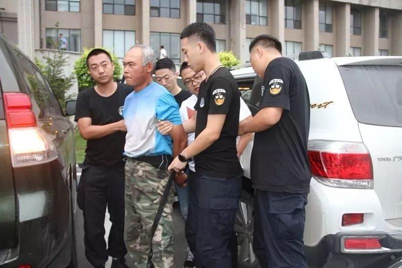 枪杀局长等7人潜逃25年 公安部2名督捕逃犯落网
