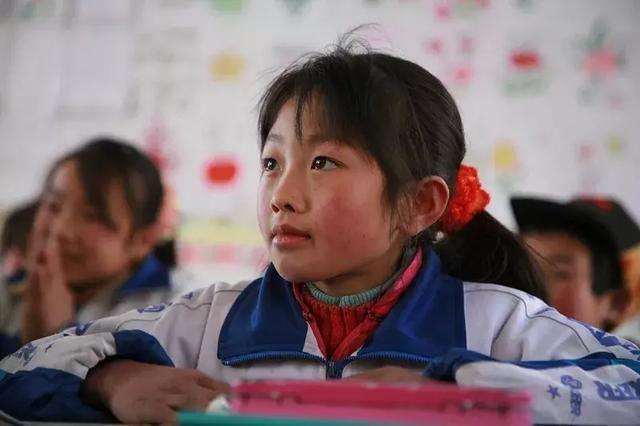 """新东方公益基金会:教育要有""""烛光""""精神,线上线下助力教育均衡"""