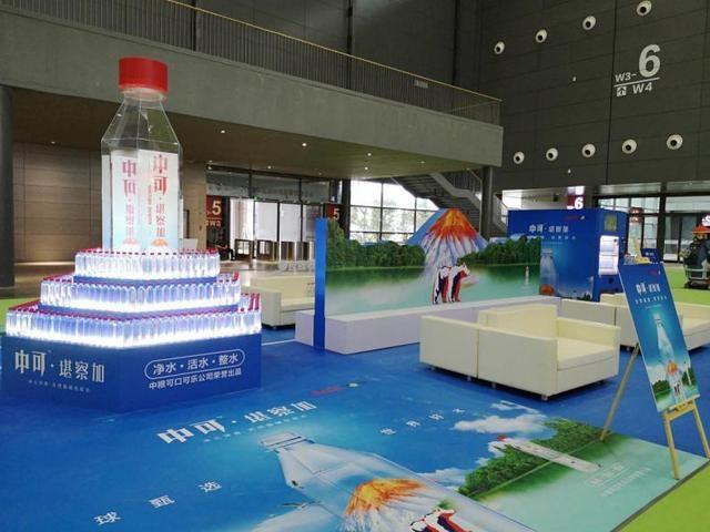 """中国国际食品餐饮博览会上,一瓶""""来自俄罗斯的水""""吸粉不断"""