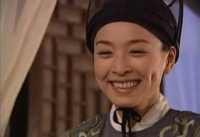 """林瑞阳仍不避嫌,被""""妹妹们""""包围了,网友:做微商走火入魔了?"""