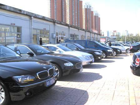 旧车是拿到二手车市场卖掉划算还是到4S店置换划算?