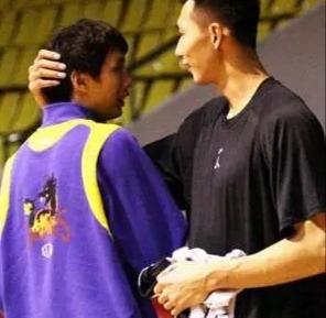 CBA再现丑陋一幕!输球又输人背后,易建联伤退影响中国男篮