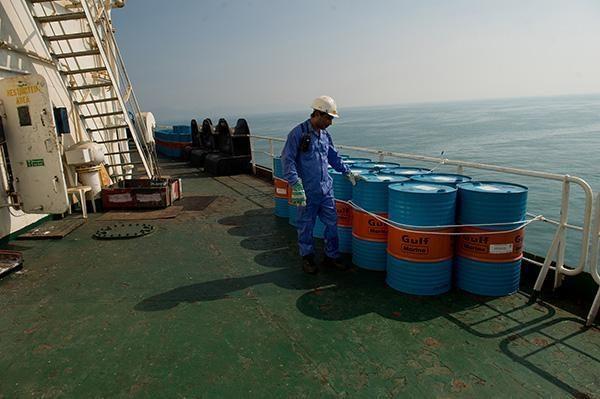 原油出口剧降一半,中国每日购买36万桶,伊朗还在逼迫欧盟妥协