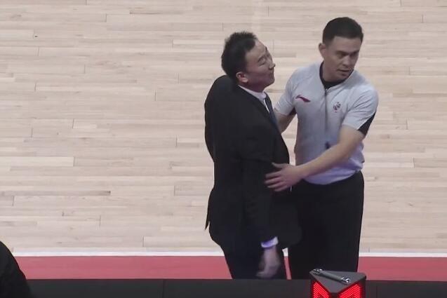 CBA又发生冲突事件,两队主教练场下对骂