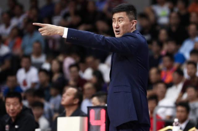 广东12连胜最大功臣当属杜锋 他让8冠王